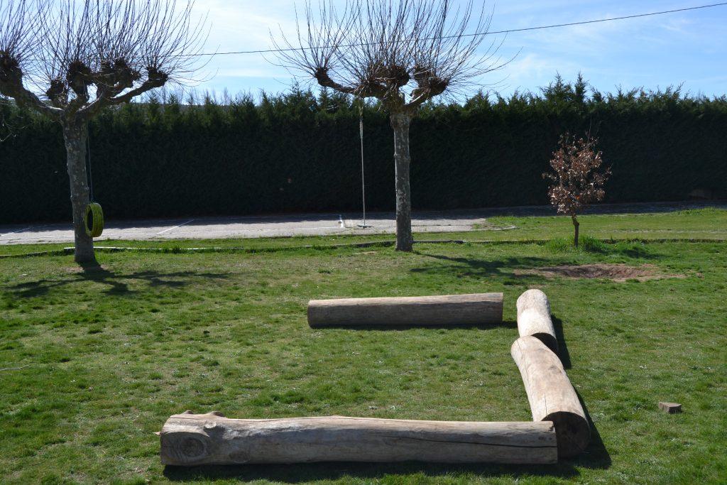 EXTERIOR - Rocodromo, columpios y parque de neumaticos